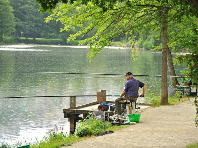 Concours de pêche à Layoule, sur les berges de l'Aveyron