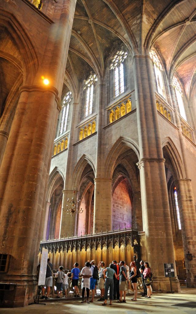 Intérieur de la cathédrale gothique et vue du triforium