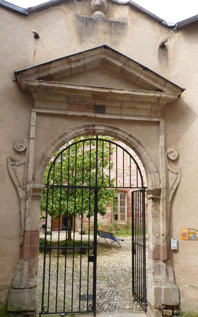 Entrée de l'Ancien Hôtel de France à Rodez