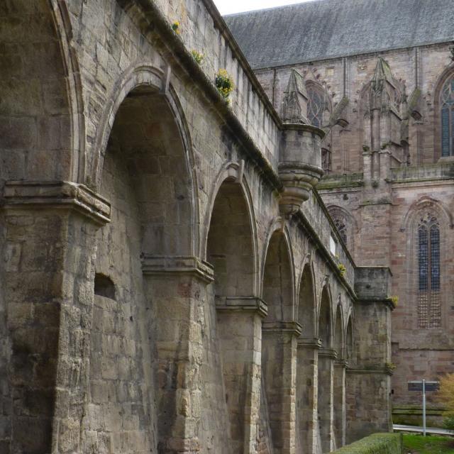Remparts autour de l'ancien évêché