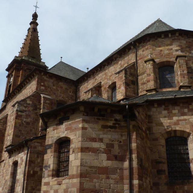 Vue latérale de l'église Saint-Amans de Rodez