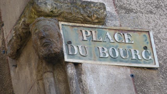 Plaque de la place du Bourg