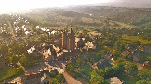 Vue du village et de l'église de Sainte-Radegonde