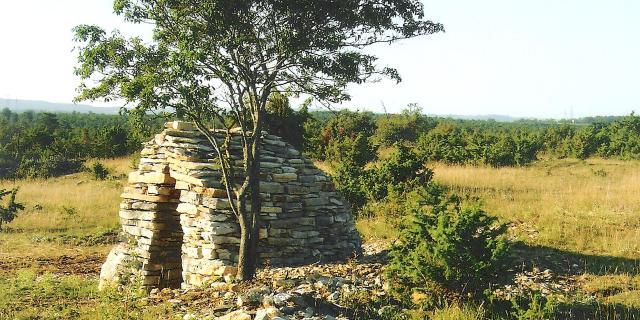 Cazelle en pierres à Sébazac-Concourès