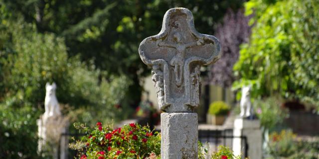 Croix sculptée à Olemps