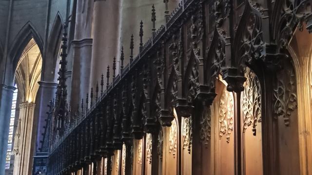 Stalles richement sculptées et décorées