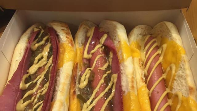 Hot Dogs au choix chez Moustache