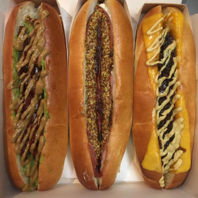 Variété de Hot Dogs chez Moustache