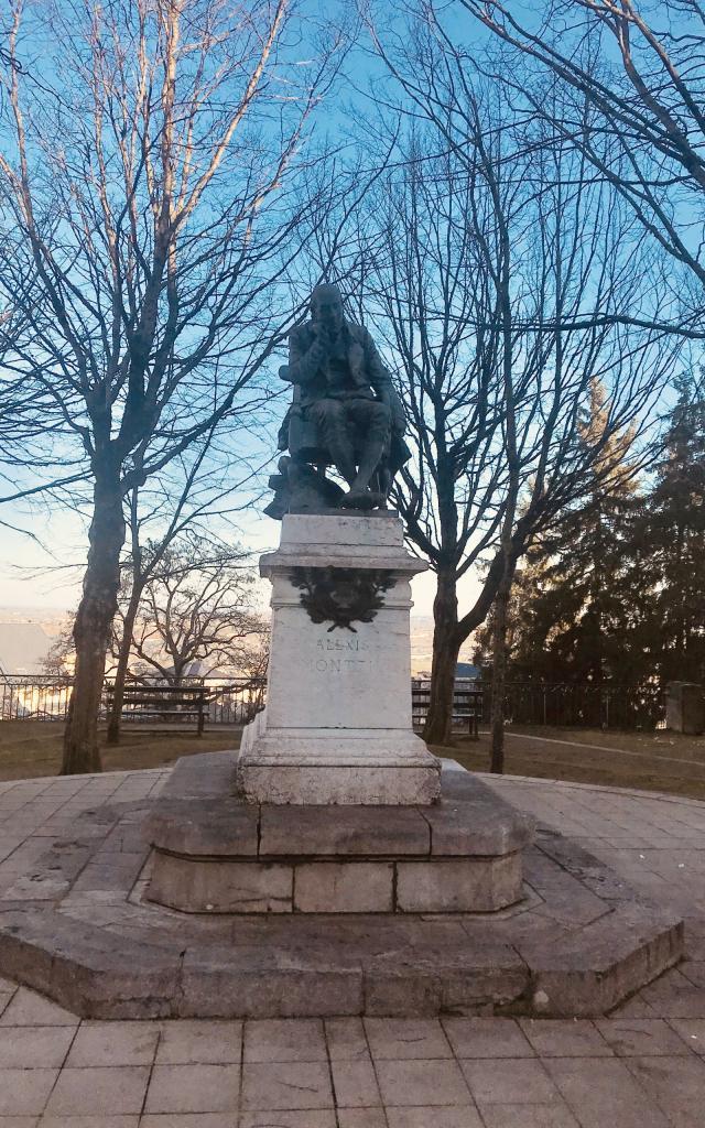 Statue d'Alexis Monteil