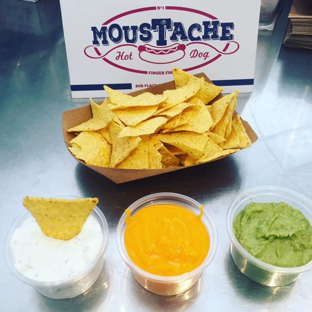 Nachos et ses sauces chez Moustache Hot Dog