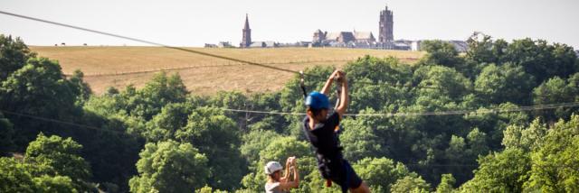 Tyroliennes face à la cathédrale de Rodez