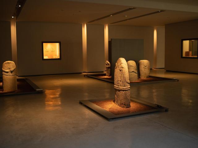 Statues-menhirs au musée Fenaille