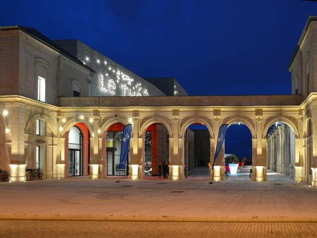 theatre-nuit-15cm.jpg