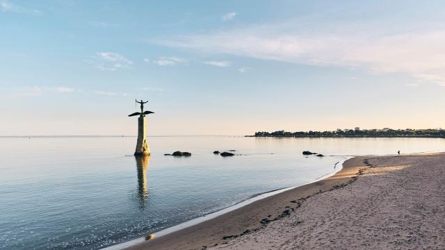 La grande plage de Saint-Nazaire et la statue du Sammy