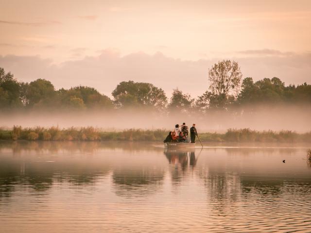 Balade en chaland dans le parc naturel régional de Brière depuis l'ïle de fédrun au lever du jour avec les instagramers nantais.
