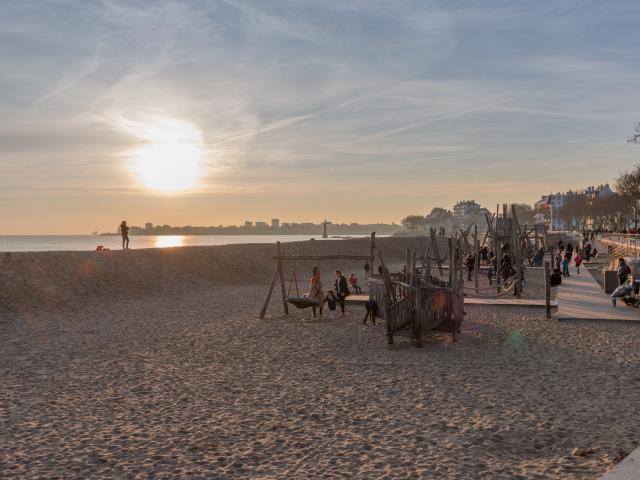 jeux-en-bois-plage-saint-nazaire-hiver.jpg