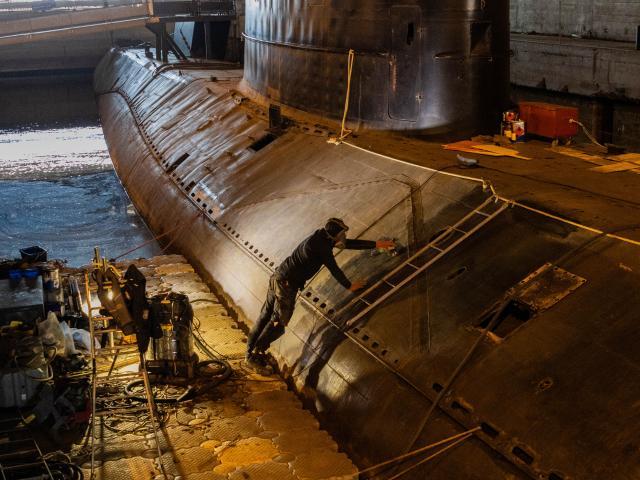 Travaux de restauration sur le sous-marin Espadon à Saint-Nazaire