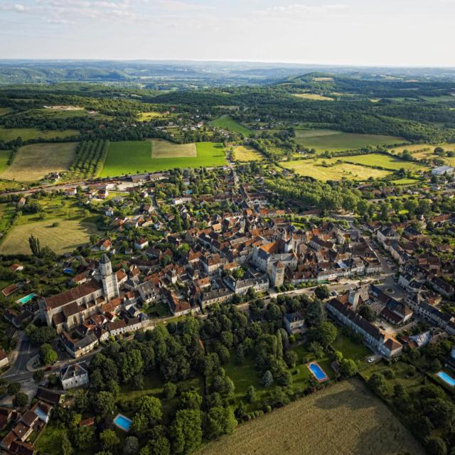 Vue aérienne de la ville de Martel, dans le Lot