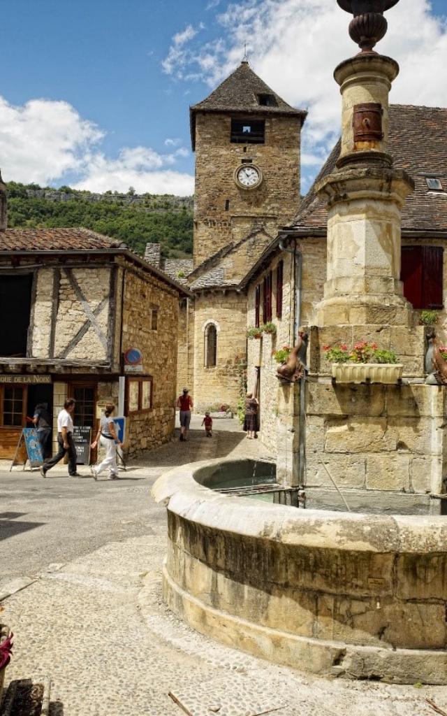 Place du village d'Autoire dans le Lot