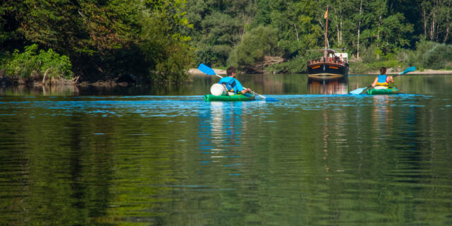 Gabarre et canoës sur la Dordogne