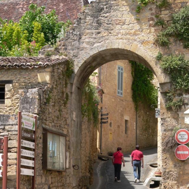 Porte du village médiéval de Limeuil