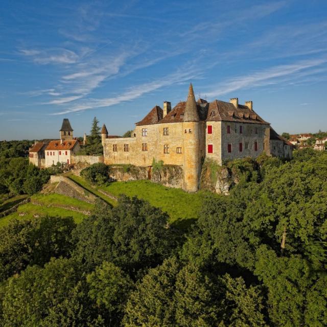 Château de Loubressac dans le Lot, vallée de la Dordogne
