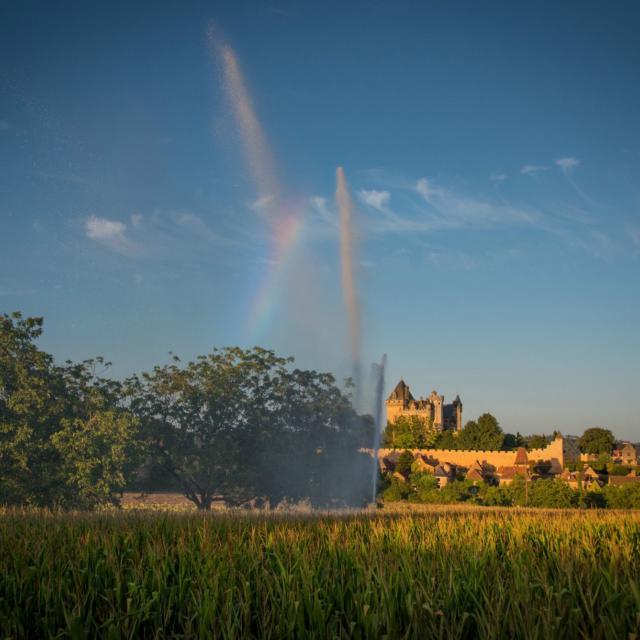 Vue sur le hameau de Montfort et son château