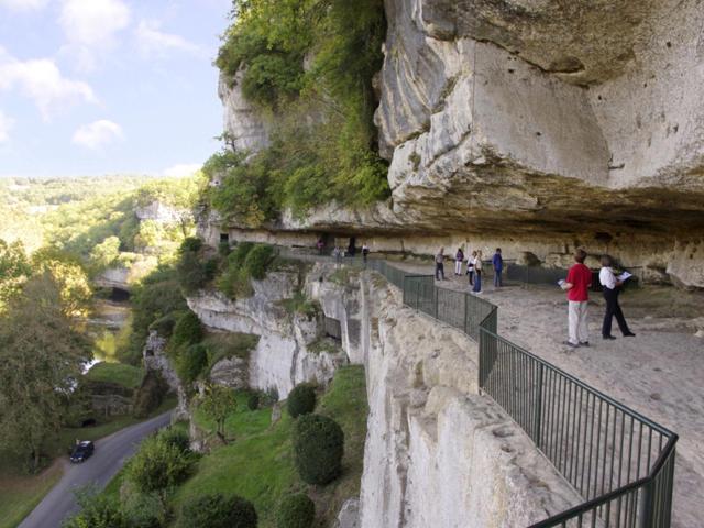 Village troglodytique de la Roque Saint-Christophe dans la Vallée de la Vézère