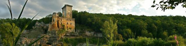 Le château de Commarque, surplombant la vallée de la Beune