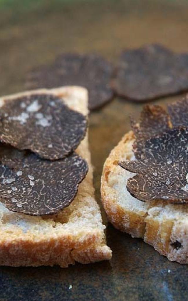Truffe du Périgord sur toasts