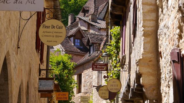 Saint Cirq Lapopie et ses nombreux ateliers et galeries d'art