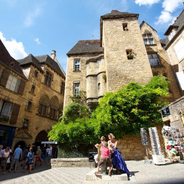 Place des Oies avec l'Hôtel Plamon, dans la rue des Consuls