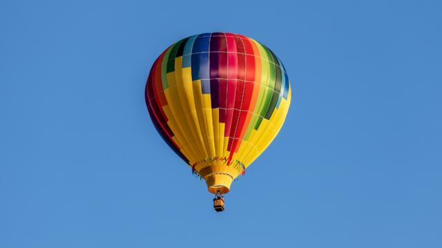 hot-air-balloon-3542903-1920.jpg