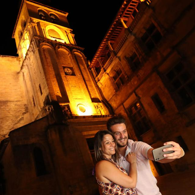 Tour Sarlat by night as a couple