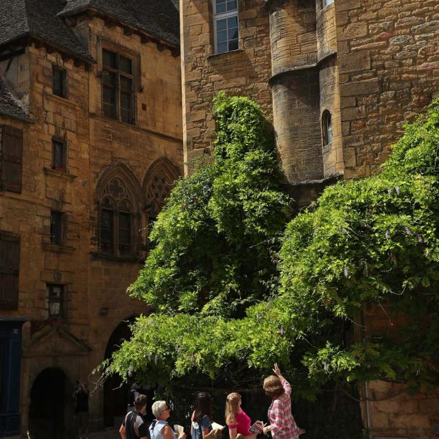 Discovery tour of Sarlat in english