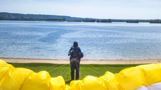 parapente au lac de Poses