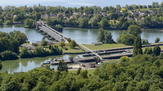 Sentier des deux Amants - vue du panorama sur les Ecluses et le Barrage
