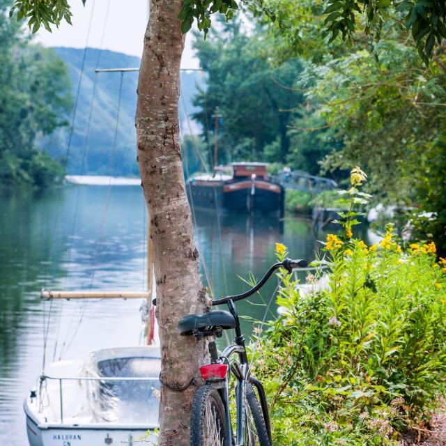 Vélo sur le chemin de halage