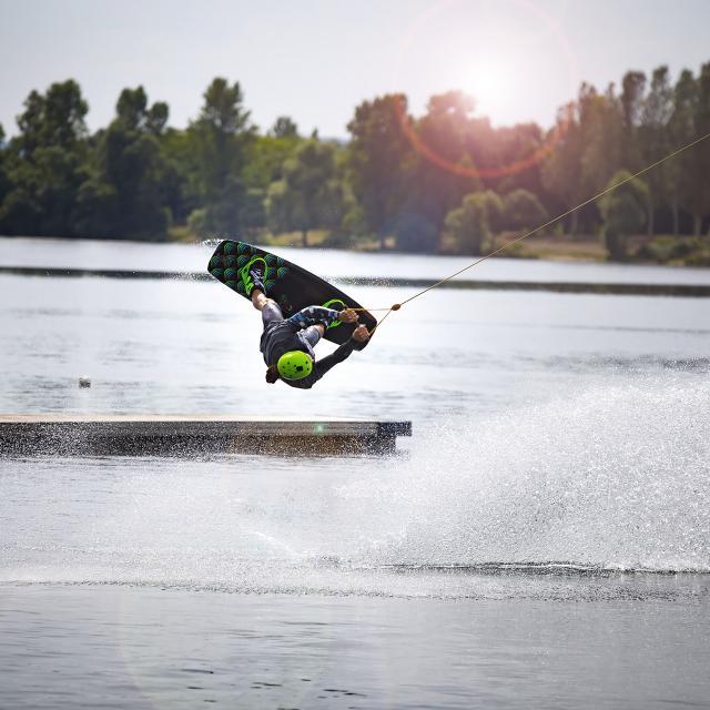 Wakeboard sur le lac des Deux Amants