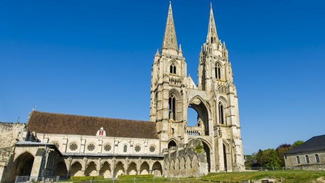 Façade < abbaye Saint-Jean-des-Vignes < Soissons