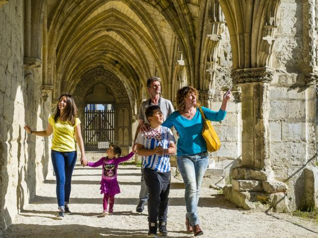 En famille < Cloître < Abbaye Saint-Jean-des-Vignes < Soissons