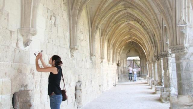 Cloître < Abbaye Saint-Jean-des-Vignes < Soissons