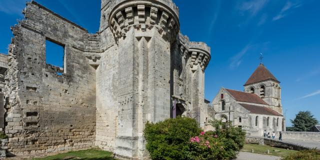 Ruines du château médiéval < Berzy-le-sec
