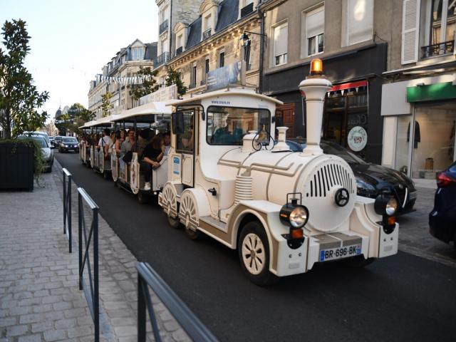 Petit Train Touristique < Soissons