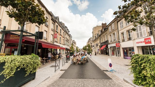 La rue du Commerce piétonne < Soissons