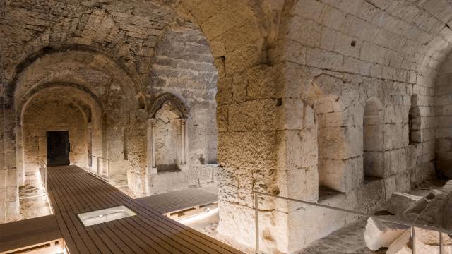 La crypte Saint-Médard < Soissons