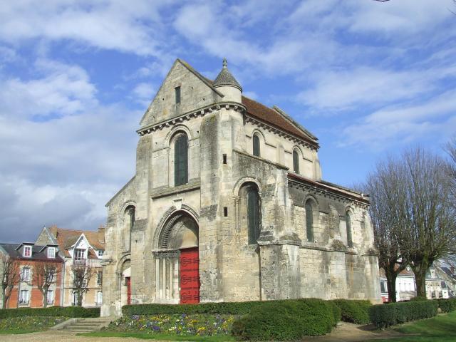 L'église Saint-Pierre < Soissons