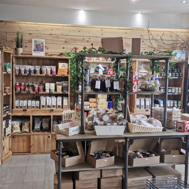 Intérieur de la boutique < La Cabane de Clovis < Soissons