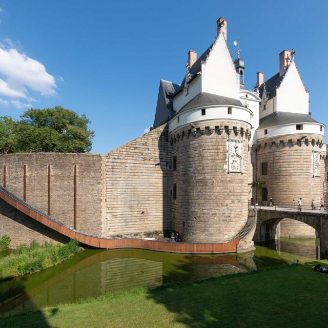 tact-architectes-paysage-glisse-chateau-des-ducs-de-bretagne-nantes-le-voyage-a-nantes-martin-argyroglo---lvan-scaled-1.jpg