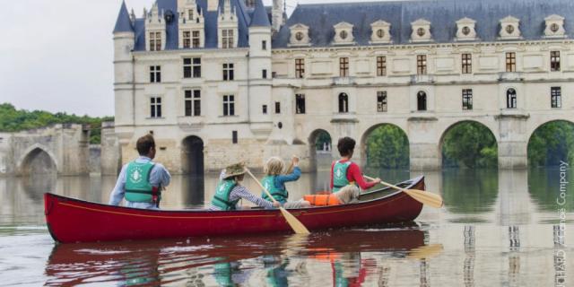 Canoe canadiens, Chenonceau, Château de chenonceaux, vallée de la Loire, canoes canadiens sous le château de Chenonceau, Arches, reflet, Reflets, famille, Touriane